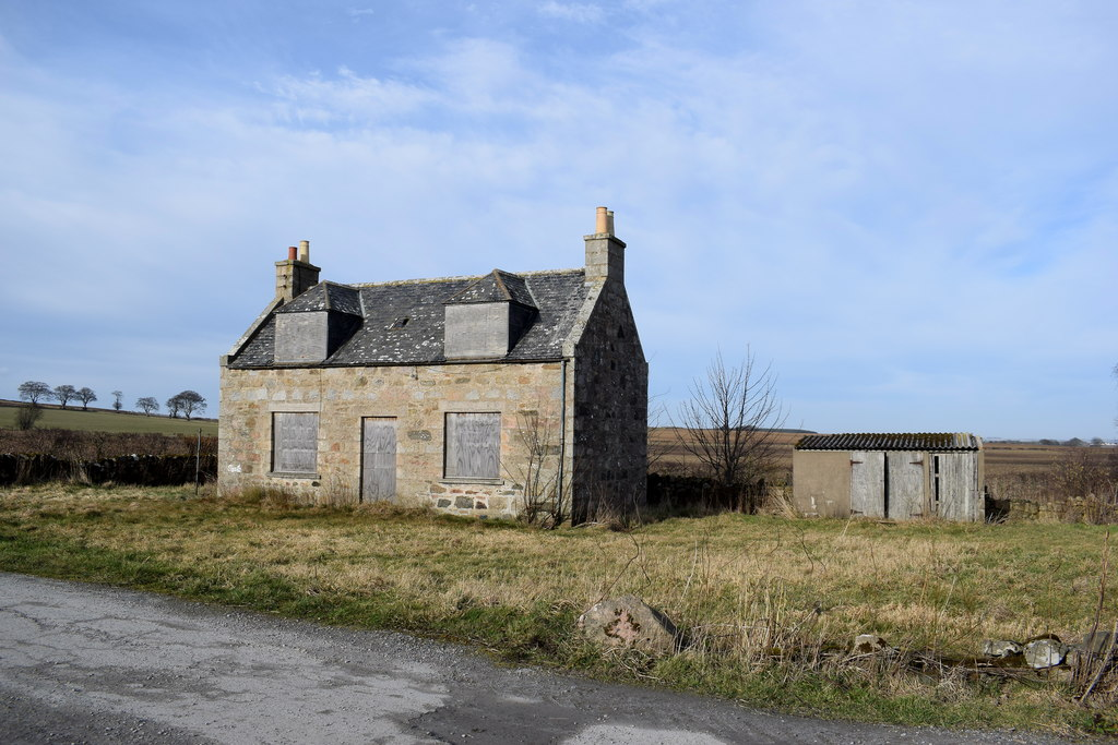 Images showing one of many abandoned houses in the UK