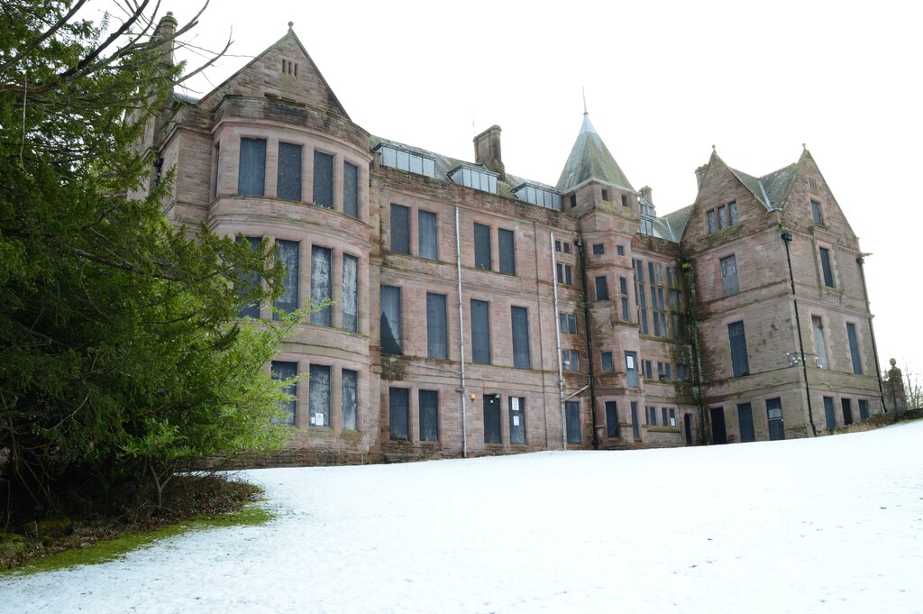 There are many abandoned mansions in the UK